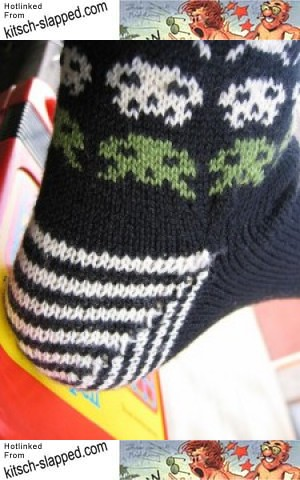 space-invaders-leg-warmers-knitting-pattern