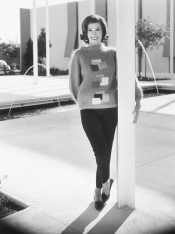 mary-tyler-moore-wearing-pants