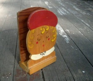 vintage-handpainted-wooden-napkin-holder