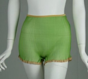 vintage-knife-pleated-lace-edge-green-panties