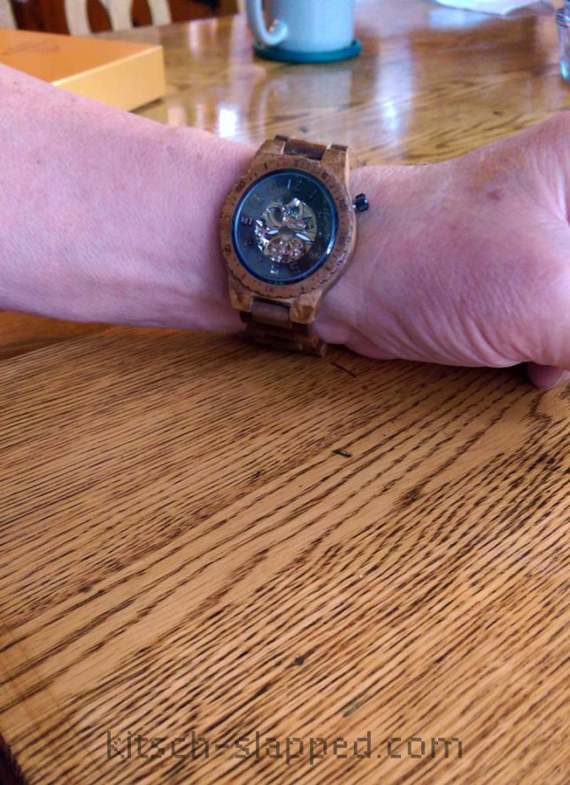 how to wear a wooden jord watch